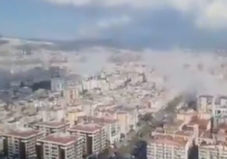 STRAVIČNI PRIZORI  ZEMLJOTRESA U GRČKOJ Zgrade se ruše, more preplavilo gradove, ljudi u STRAHU ZA ŽIVOT (VIDEO)