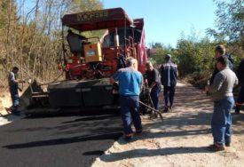 NI KRAĆEG PUTA, NI VEĆEG ZNAČAJA Gradišku i Dubicu povezuju asfaltom kroz Potkozarje