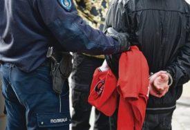 Muškarac lovačkom puškom PRIJETIO POLICAJCIMA, pa završio iza rešetaka