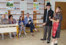 UMJETNICI ČUVAJU BAŠTU SLJEZOVE BOJE Originalni programi kulture posvećeni Ćopiću