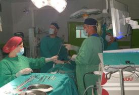 NOVI USPJEH HIRURGA UKC RS U jednom aktu izveli dvije SLOŽENE OPERACIJE, pacijentica se osjeća dobro