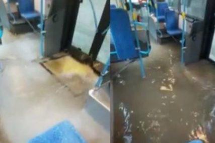 JAKO NEVRIJEME POGODILO HRVATSKU Voda ulazi i u autobuse, intervenisali vatrogsci (VIDEO)