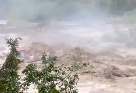 POPLAVE U ITALIJI Vatrogasac poginuo tokom intervencije, nestalo 11 osoba (VIDEO)