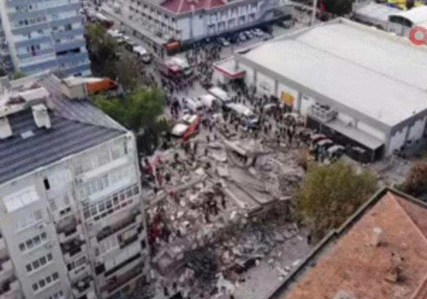 SPASIOCI NEUMORNO TRAGAJU PO RUŠEVINAMA Ispod zidina izvučen preživjeli fudbaler