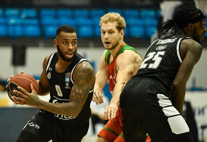 DEBAKL PARTIZANA Burž održao čas košarke crno-bijelima
