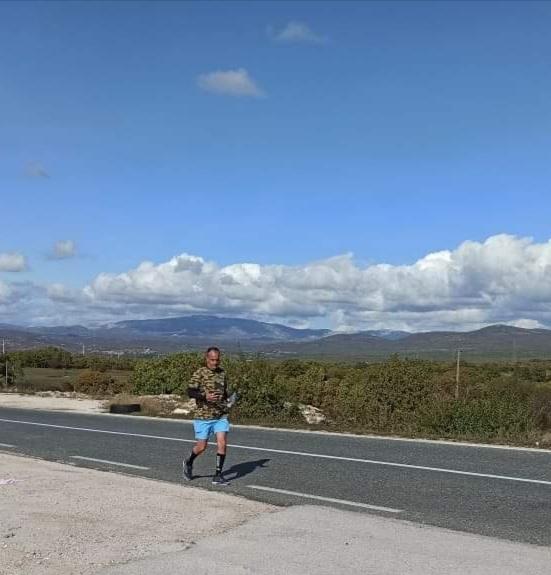 ISTRČAO STAZU OD BILEĆE DO GACKA Ultramaratonac Ljubo Trklja pomaže porodici Elez