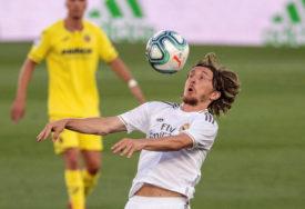 FIFA GASI LIGU ŠAMPIONA Za elitno takmičenje klubova 6 MILIJARDI dolara
