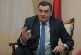 """""""NEKA SE VRATI KUĆI"""" Dodik tvrdi da Incku smeta ime Karadžića, a ne smeta Izetbegovića i """"Zelenih beretki"""""""