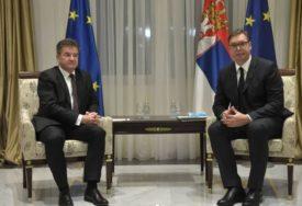 DOGOVOREN NASTAVAK DIJALOGA BEOGRADA I PRIŠTINE Završen sastanak Vučića i Lajčaka
