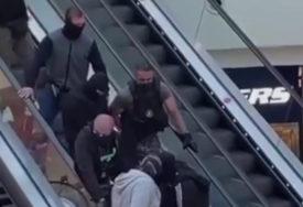 DRAMATIČNI PRIZORI U TRŽNOM CENTRU Specijalci uhapsili muškarca zbog iznude novca (VIDEO)