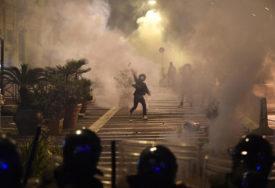 SUKOBI S POLICIJOM, BACAN SUZAVAC Haos u Torinu zbog novih mjera (VIDEO)