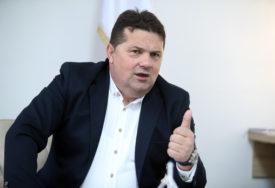 DA LI JE PROBLEM RUSKA VAKCINA Poslanici iz Federacije protiv Stevandićevog zaključka o interventnom uvozu
