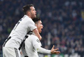 DIVI SE SADAŠNJEM I BIVŠEM SAIGRAČU Pjanić: Mesi i Ronaldo su nedostižni