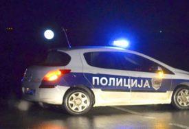 URNEBESNO HAPŠENJE Mladić bježao od policije, pa se zakucao u NJIHOV AUTOMOBIL
