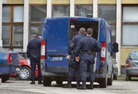SLUPALI SE, PA ZAVRŠILI U PRITVORU Ukradenim autom krenuli kod druga iz zatvora