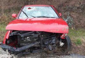 POLICIJA NA NOGAMA Muškarac poslije saobraćajne nesreće ostavio automobil u kanalu i POBJEGAO