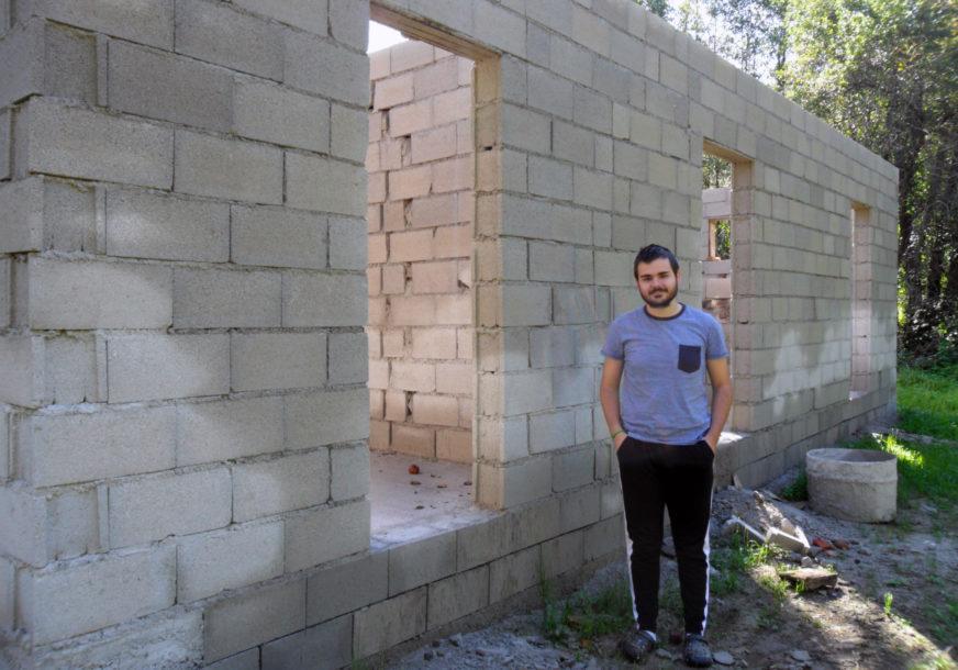 LJUBAV PREMA ŽIVINARSTVU PRETVORIO U PORODIČNI BIZNIS Mladić želi da postane regionalni proizvođač hrane