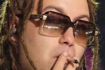 REPER NE PRESTAJE DA ŠOKIRA Uhapšen zbog skanka, pa u zatvor pokušao da unese kokain