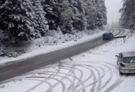 NA SNAZI JE NAJVIŠI STEPEN UPOZORENJA U Hrvatskoj pada snijeg