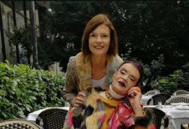 """""""LJUBAV UMJESTO STRAHA"""" Ruška dugo nije vidjela kćerku zbog epidemije, a sada su se napokon zagrlile (FOTO)"""