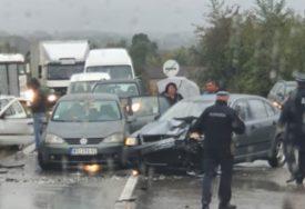 MOKRI KOLOVOZI ZAHTIJEVAJU OPREZ Udes kod Bijeljine, saobraćaj se odvija OTEŽANO