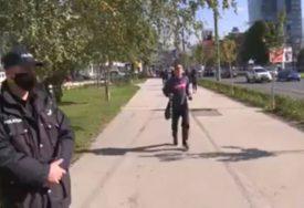 """""""IMAMO POBJEDNIKA DECENIJE"""" Jedan Sarajlija pronašao način kako izbjeći nošenje maske, ali i plaćanje kazne (VIDEO)"""