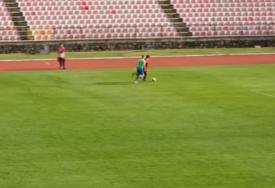 KOMEDIJA U SRBIJI Defanzivac paničnom reakcijom iznenadio svog golmana (VIDEO)