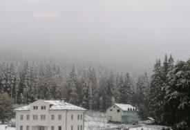 ZABIJELILO U OKTOBRU Prvi snijeg na Romaniji i u Istočnom Drvaru (FOTO)