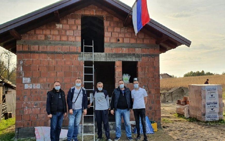 HUMANI SRPČANI Kuća solidarnosti za Slavka Rudnika stavljena pod krov