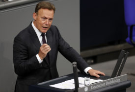 DOŽIVIO KOLAPS TOKOM SNIMANJA Iznenada preminuo potpredsjednik njemačkog parlamenta