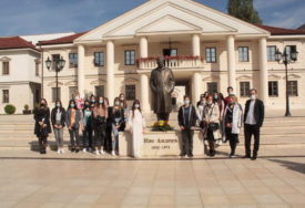 OBILJEŽENO 128 GODINA OD ROĐENJA IVE ANDRIĆA U Višegradu položili cvijeće na spomenik čuvenom književniki