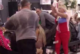 BIVŠI ROBIJAŠ DEMONSTRIRA SILU Kristijan Golubović gađao Mariju Kulić, pa je pljunuo u lice (VIDEO)