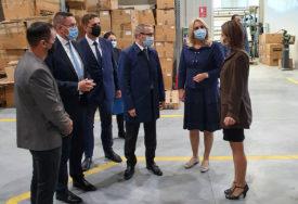 """""""NISU BIJELE"""" Predsjednica Srpske u Prnjavoru dobila poklon, pa se NAŠALILA na svoj račun"""