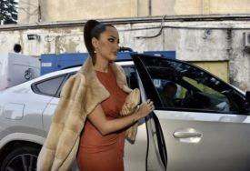 VEĆ POČINJU PRIPREME ZA PRAZNIKE Aleksandra Prijović otkrila kako je nakitila novogodišnju jelku (FOTO)