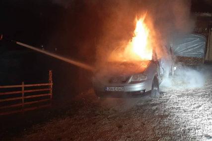 "TOKOM NOĆI GORIO AUTOMOBIL Zapaljen ""folksvagen turan"", policija radi na rasvjetljavanju slučaja"