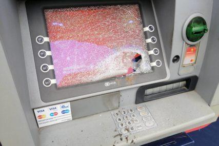 Pronašao 380 KM: Sa bankomata u Tesliću ukrao novac