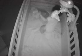 Mali đavolak: Beba se pretvara da spava, a pogledajte šta radi kada majka uđe u sobu (VIDEO)
