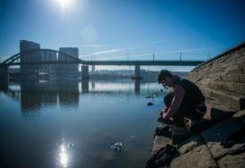 SPRIJEČEN POKUŠAJ SAMOUBISTVA Muškarac htio da skoči s mosta, PROLAZNICI GA SPASILI