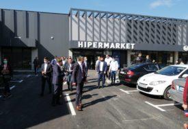 OSIGURALI 60 NOVIH RADNIH MJESTA Kompanija Bingo otvorila HIPERMARKET u Kozarskoj Dubici (FOTO)