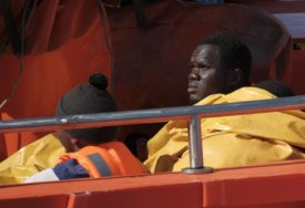 UTOPILO SE NAJMANJE 140 OSOBA Zapalio se brod s migrantima pa POTONUO