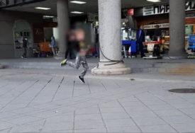 REAKCIJU MAJKE SVI SU OSUDILI Snimak mališana koji HISTERIŠE ispred tržnog centra podigao je buru (VIDEO)