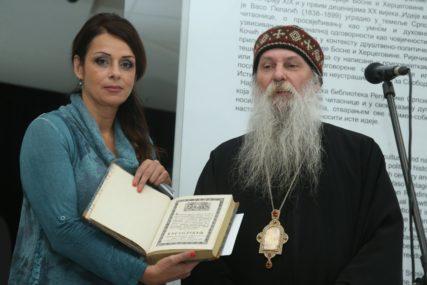 JEDAN OD 16 PRIMJERAKA Episkop Jovan uručio NUB RS knjigu Svetog Jovana Damaskina (FOTO)