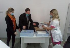 NOVITET U FOČANSKOJ BOLNICI  Iz Rusije stigli specijalizovani aparati za liječenje bolesti oka