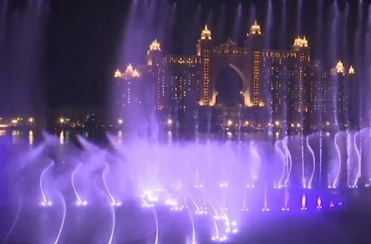 NAJVEĆA FONTANA NA SVIJETU PUŠTENA U RAD Prostire se na 7.300 kvadrata, vodu baca do 105 metara uvis (VIDEO)