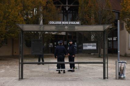 """NOŽEM NASRNUO NA POLICAJCA Novi napad u Francuskoj, muškarac uzvikivao """"Alahu akbar""""(VIDEO)"""