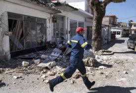 JUTRO POSLIJE HILJADE SPASILACA OTKOPAVA RUŠEVINE Razorni zemljotres odnio 26 života u Turskoj i Grčkoj