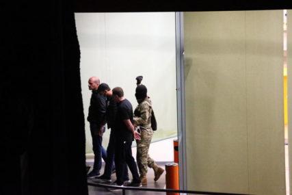 OSLOBOĐENE 43 OSOBE Pljačka banke postala i TALAČKA KRIZA, napadač odveo troje ljudi sa sobom