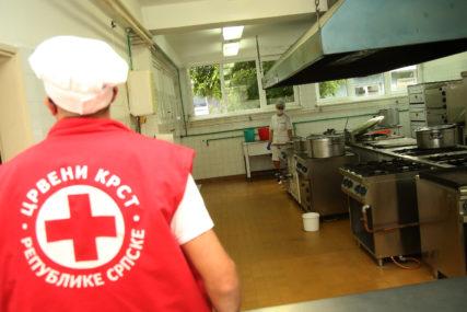 UPRKOS VANREDNIM OKOLNOSTIMA Članovi banjalučkog Crvenog krsta poklonili 13.950 volonterskih sati (FOTO)