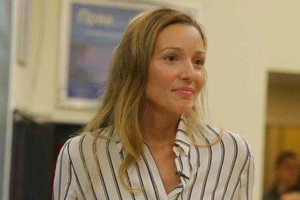 OSMIJEH NE SKIDA Jelena Đoković stigla u Begrad pa pokazala koga je ODMAH SRELA