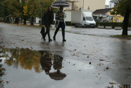 Obavezan kišobran i toplija odjeća: Danas oblačno sa kišom i znatno svježije